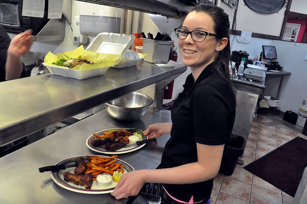 Heaven Thorniley takes out food for the lunch crowd. According to owner Shawn Holmes, the restaurant prides itself on great service. Horace Langford Jr. / Pahrump Valley Times