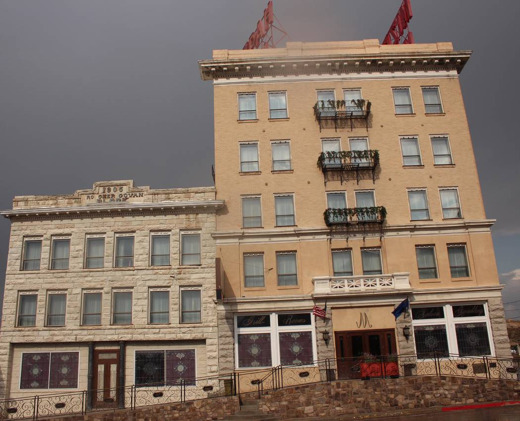 Jeffrey Meehan/Pahrump Valley Times Front of the Mizpah Hotel and Mizpah Club casino at 100 N. Main Street in Tonopah. Ramsey Kline, owner of the Mizpah Club casino, is spearheading a new, 10-unit ...