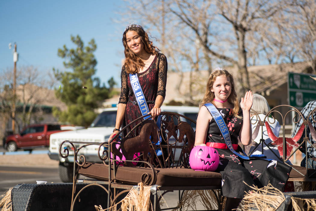 Skylar Stephens/Special to the Pahrump Valley Times  Miss Beatty Days Angelina Altman (left) and Jr. Miss Beatty Days Dusay Fields on Oct. 28, 2017 in the Beatty Downtown Parade. The two girls wer ...