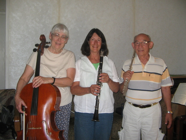 Brenda M. Klinger / Special to the Pahrump Valley Times   Members of the newly formed chamber/classical music group, Minuetto Music , composed of cello player Ruth Hogan, Patty Vinikow who plays t ...
