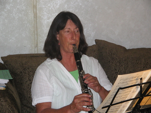 Brenda M. Klinger / Special to the Pahrump Valley Times  Patty Vinikow practices her clarinet at a weekly rehearsalfor Minuetto Music at the home of flutist George S. Roberts who started the group.