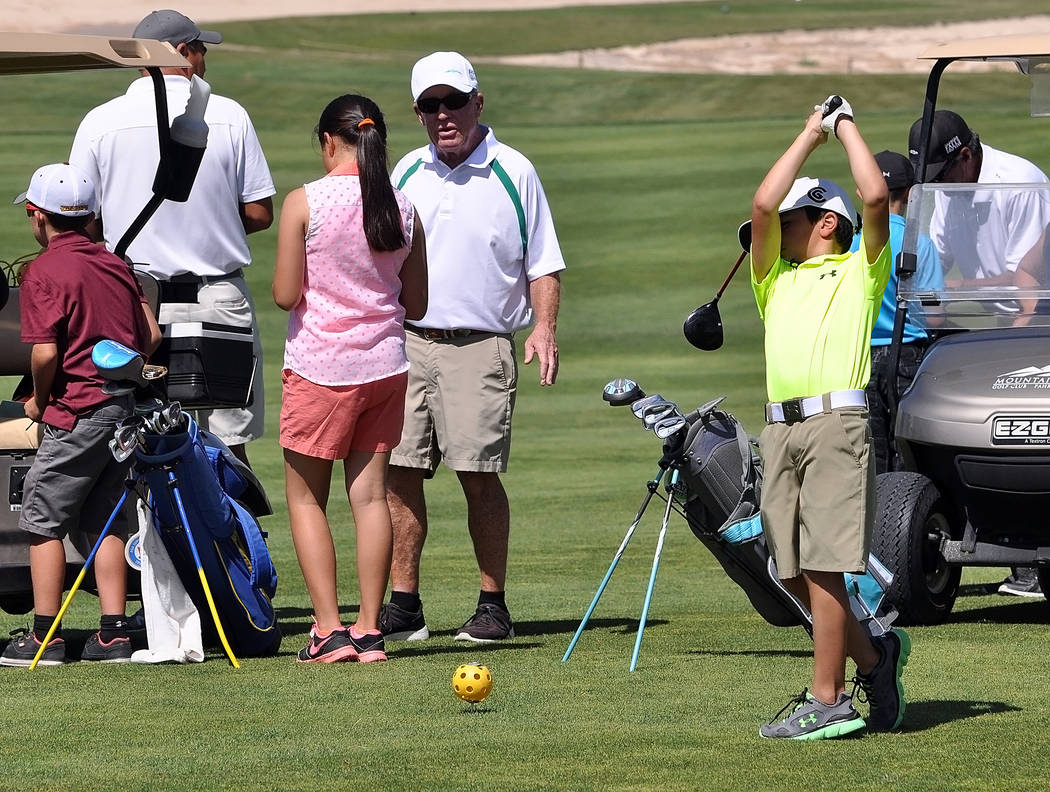 Frank Cox coaching junior golf at Mountain Falls in 100-degree weather. Trojans coach Bob Hopkins said he loved the kids.  Horace Langford Jr. / Pahrump Valley Times