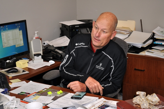 """Mountain Falls golf professional Randy Mudge explains the """"Game Golf"""" gadget. The device has two pieces, which can be seen in front of Mudge. One attaches to the club and the other your belt.  ..."""