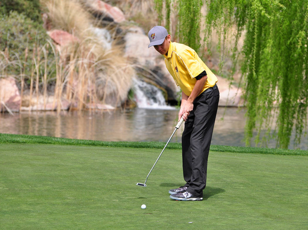 Austen Ancell at Mountain Falls putting last year. He will be the senior golfer on the team this year.  Horace Langford Jr / Pahrump Valley Times