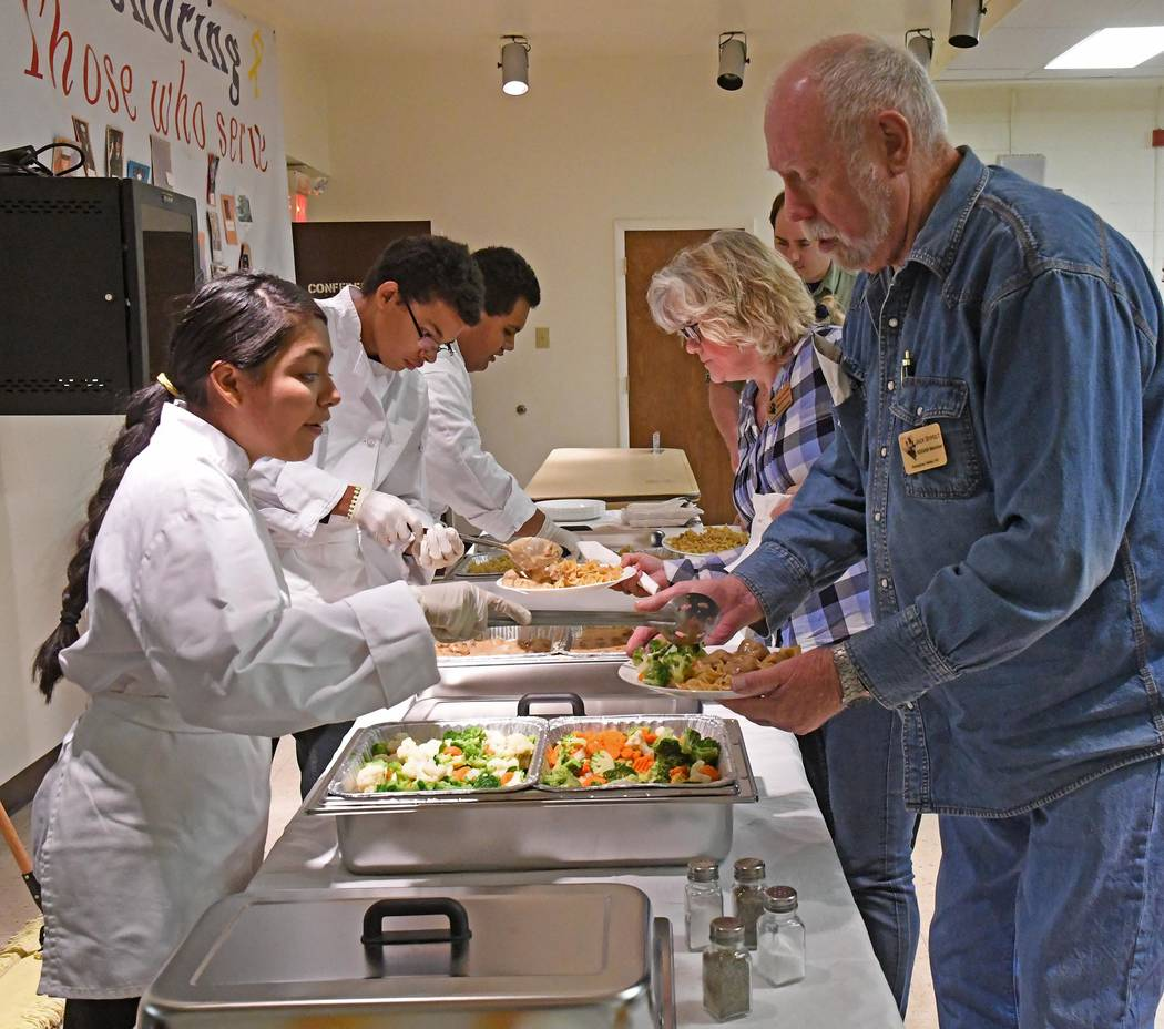Richard Stephens/Special to the Pahrump Valley Times Students from Beatty High School's Family, Career and Community Leaders of America program serve dinner to attendees of the Nevada Site Specifi ...