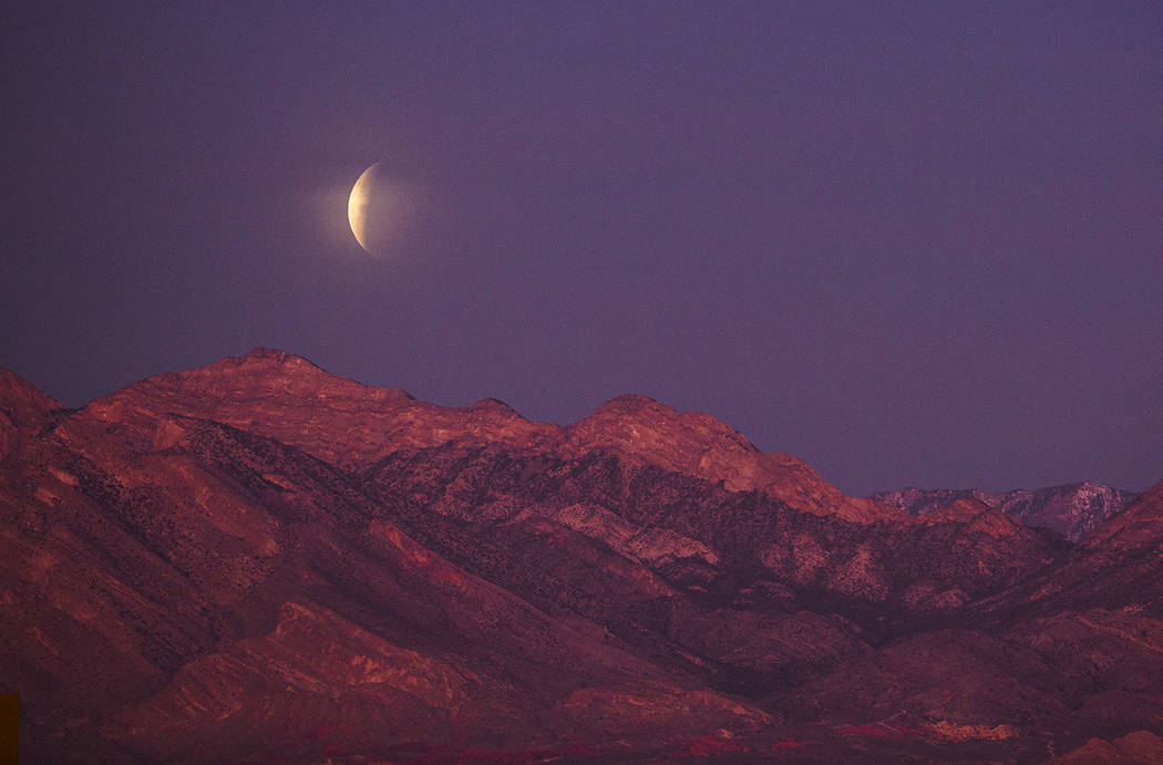 Patrick Connolly/Las Vegas Review-Journal The super blue blood moon sets over Red Rock Canyon and Mount Charleston in Las Vegas on Wednesday, Jan. 31, 2018.