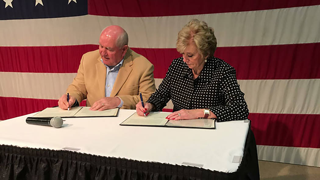 U.S. Agriculture Departemmnt Agriculture Secretary Sonny Perdue and Administrator McMahon of the Small Business Administration sign paperwork between the USDA and SBA to promote stronger businesse ...
