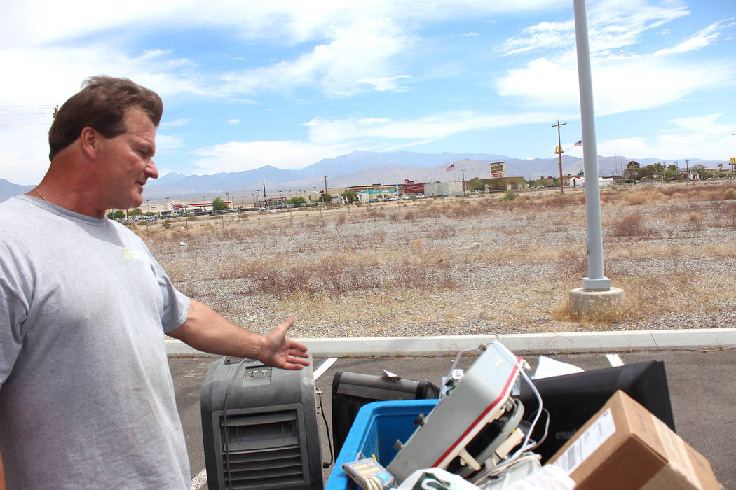 Jeffrey Meehan/Pahrump Valley Times Charlie Bennett, general manager of Nevada State Recycle, shows his haul of old electronics during an e-waste recycling event at the Pahrump Community Library o ...