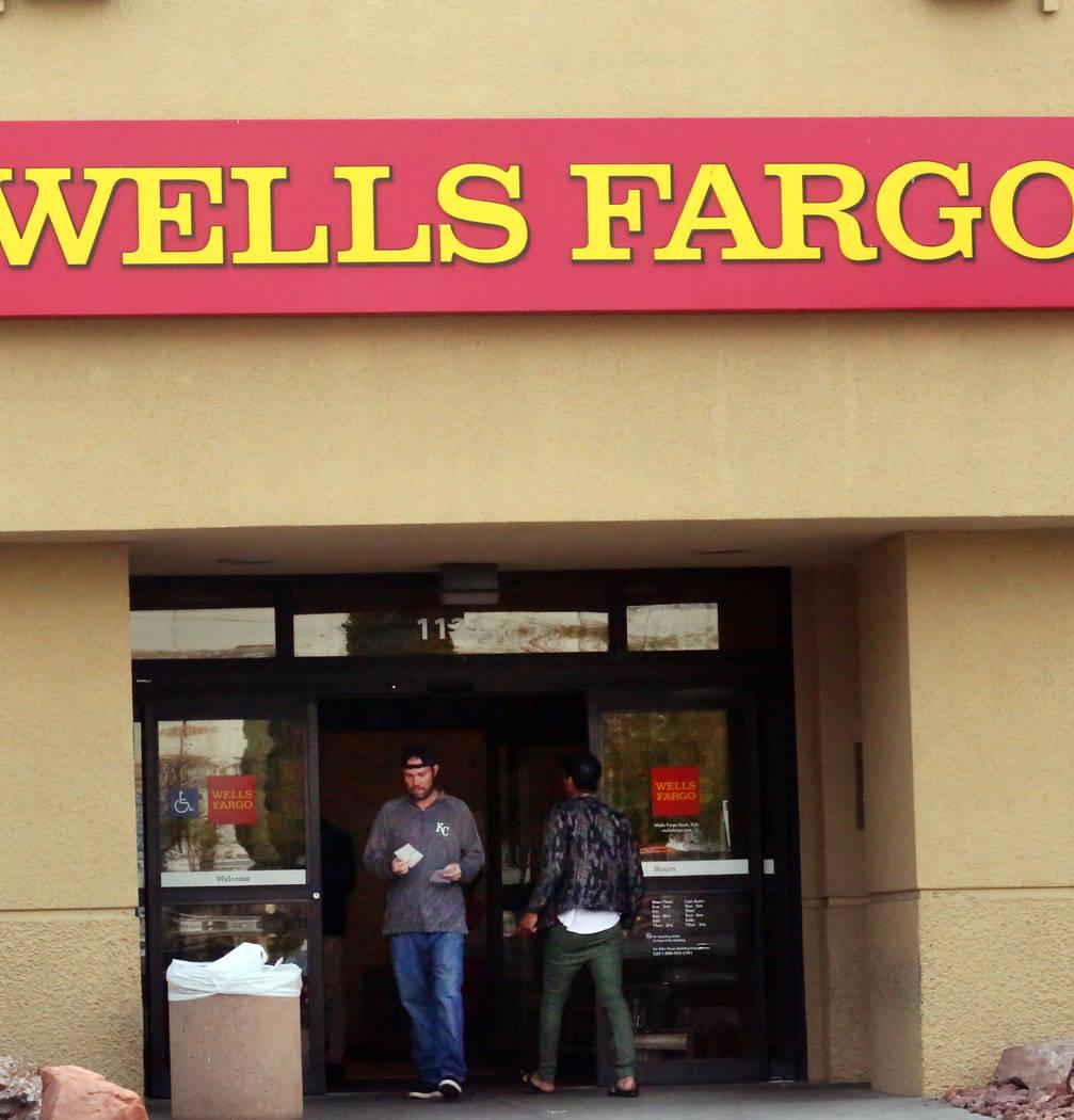 (Bizuayehu Tesfaye/Las Vegas Review-Journal Customers enter and exit a Wells Fargo branch at 1121 Las Vegas Blvd South on Tuesday, Jan. 16, 2018, in Las Vegas.