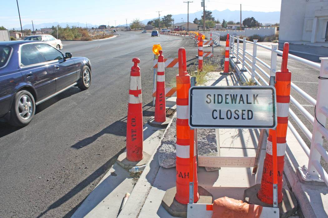 Robin Hebrock/Pahrump Valley Times Part of the cone zone on Highway 160 and Homestead Road includes a sidewalk closure, a fact that many residents have taken to social media to complain about.