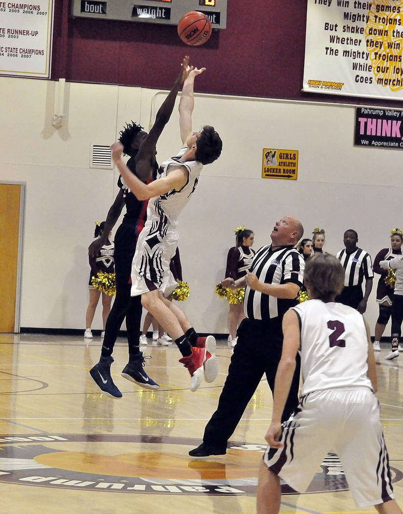 Horace Langford Jr./Pahrump Valley Times Pahrump Valley junior guard Grant Odegard (2) watches as senior forward Chance Farnsworth goes up for the opening jump ball against Valley. Odegard and Far ...
