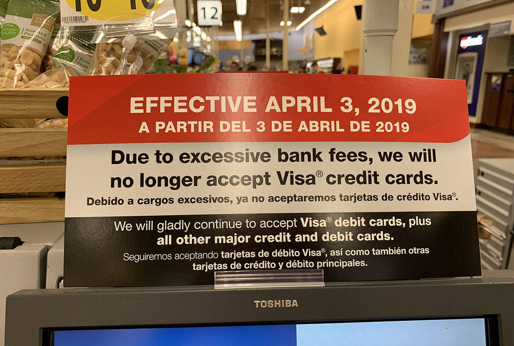 A sign announces Smith's ban on Visa credit cards in Las Vegas. Smith's is owned by Kroger. (Caitlin Lilly/Las Vegas Review-Journal)