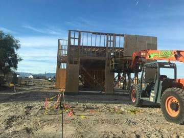 Jeffrey Meehan/Pahrump Valley Times A construction crewman works on a new Starbucks at 460 S. H ...