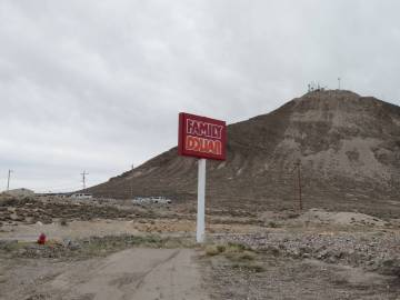 Nancy Whipperman/Times-Bonanza & Goldfield News A sign to lead potential customers sits along t ...