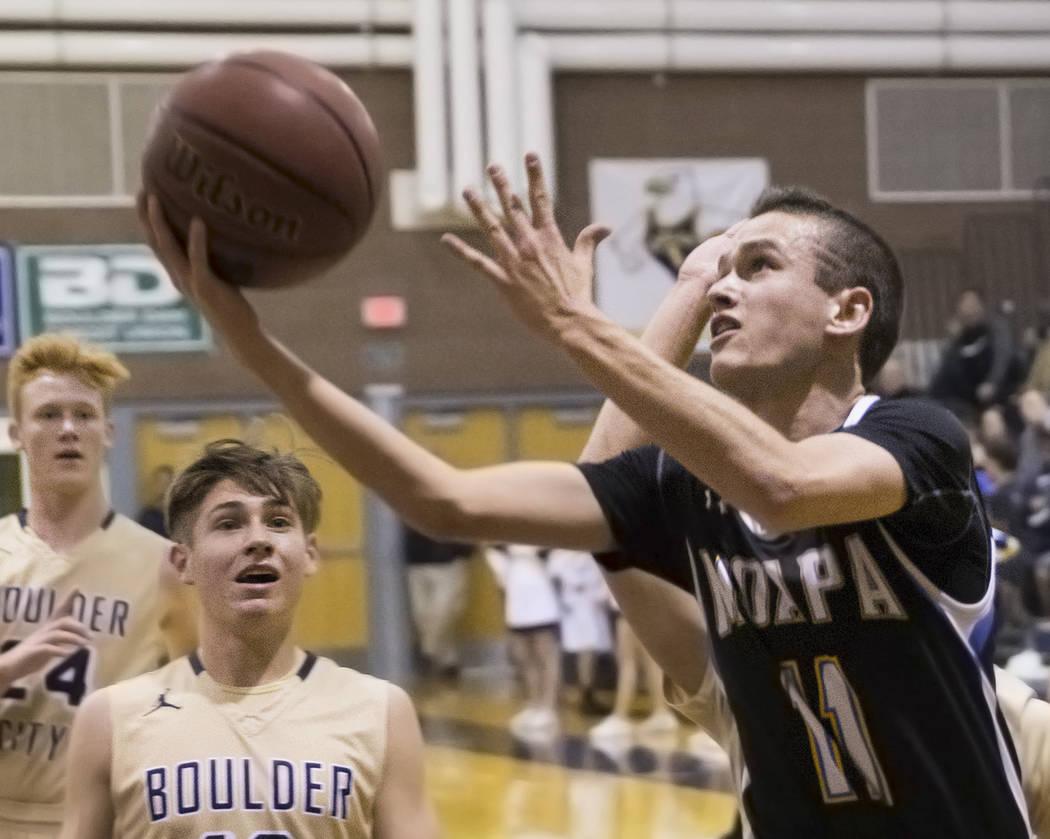 Benjamin Hager/Las Vegas Review-Journal Moapa Valley sophomore guard Lucas Walker (11) drives p ...