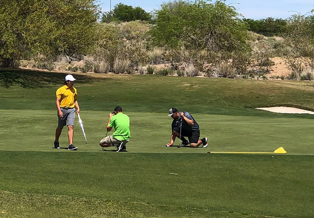 Tom Rysinski/Pahrump Valley Times Pahrump Valley's Caleb Sproul eyes his putt on the green at N ...