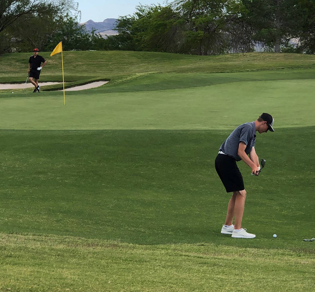 Tom Rysinski/Pahrump Valley Times Kasey Dilger chips onto the green at the 13th hole of the Cla ...