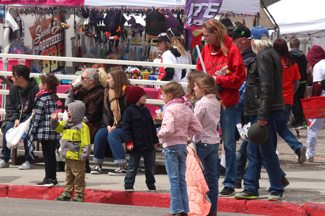 Jeffrey Meehan/Pahrump Valley Times Several children watched as the parade got underway during ...
