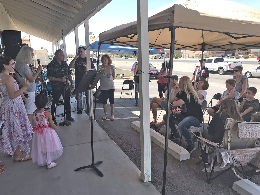 Jeffrey Meehan/Pahrump Valley Times Music instructors at Foxter Music in Pahrump played for a c ...