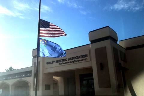 Jeffrey Meehan/Pahrump Valley Times Flags flew half-staff in Pahrump at Valley Electric Associa ...