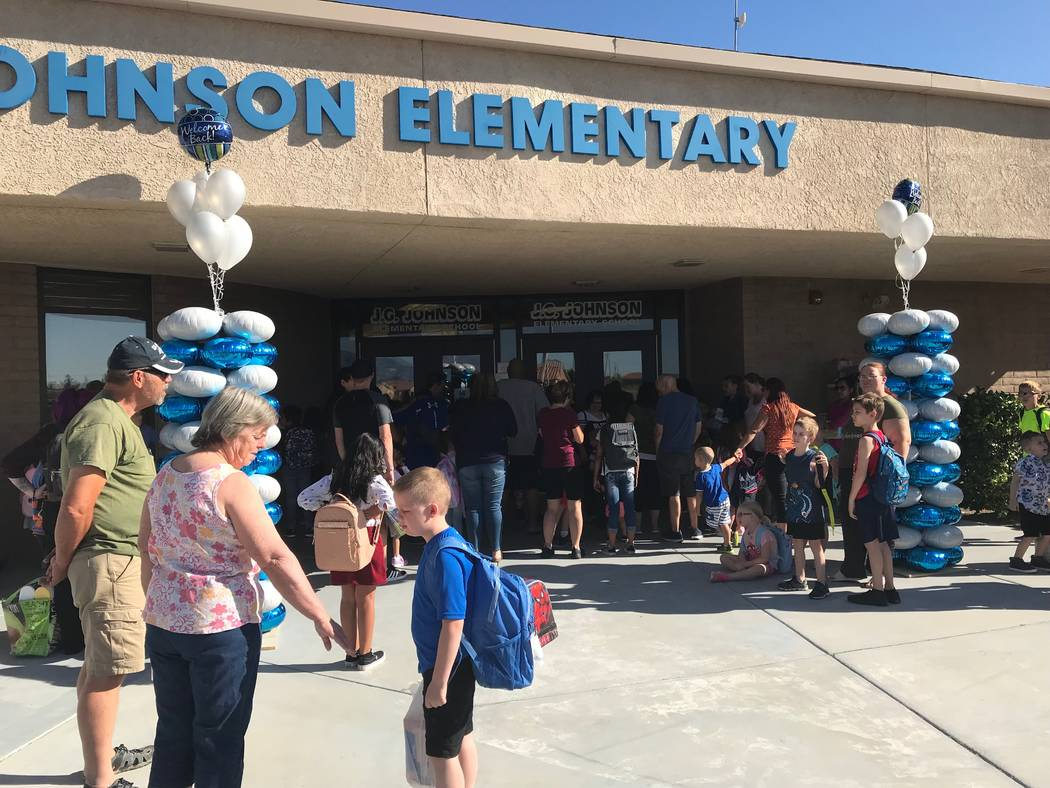 Jeffrey Meehan/Pahrump Valley Times Parents and children line up at J.G. Johnson Elementary for ...