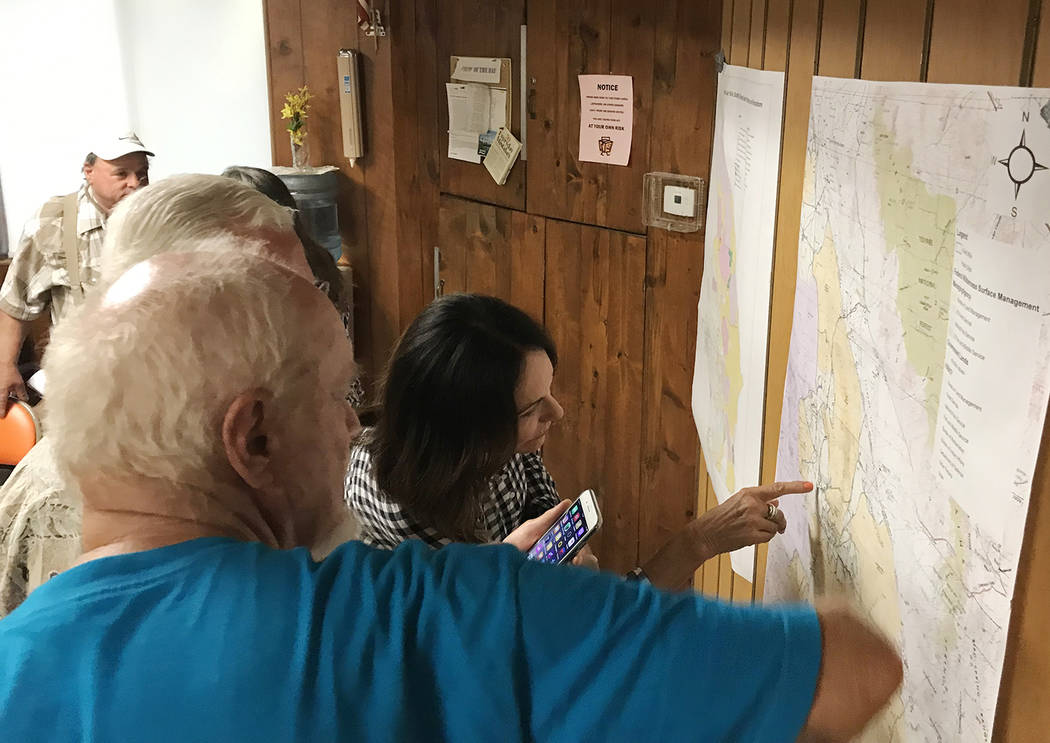 Robin Flinchum/Special to the Pahrump Valley Times Meeting attendees in Tecopa examine an off-h ...