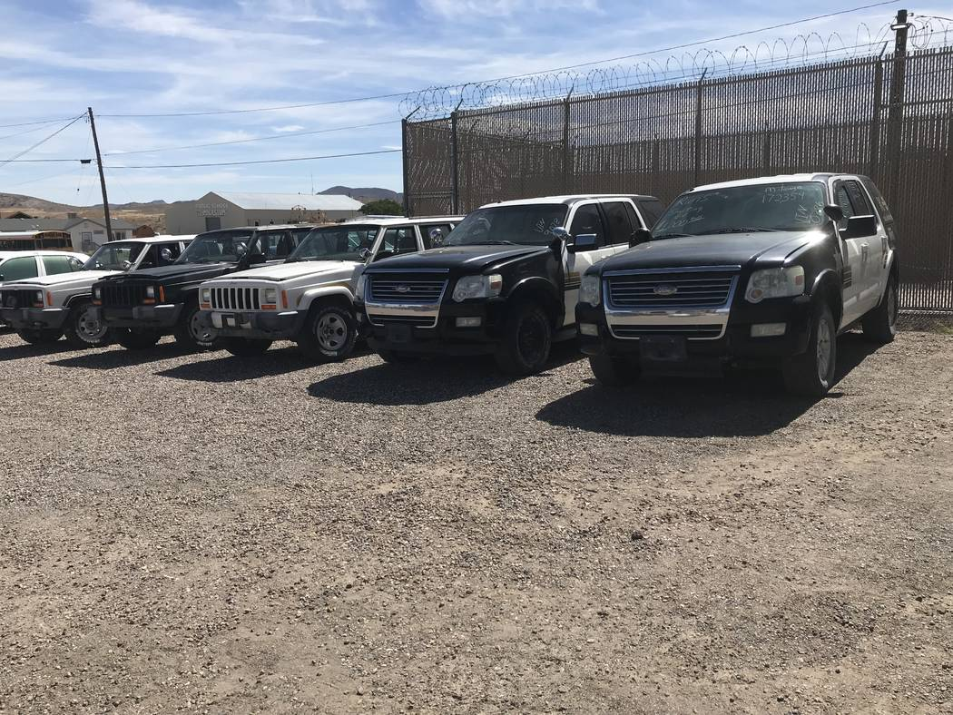 Jeffrey Meehan/Times-Bonnaza People line up for a car auction from the Esmeralda County Sherif ...