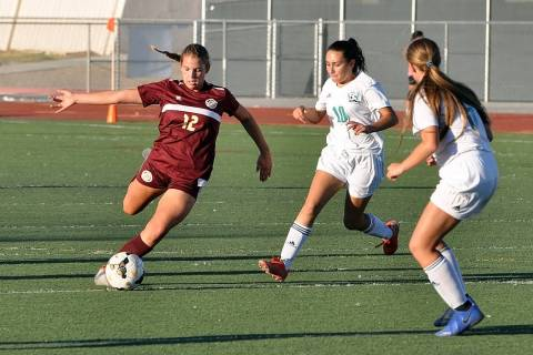 Horace Langford Jr./Pahrump Valley Times Pahrump Valley junior Madelyn Souza looks to advance t ...