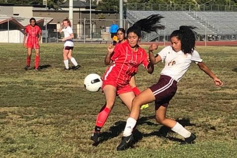 Tom Rysinski/Pahrump Valley Times Pahrump Valley freshman Jennifer Garcia battles Valley sophom ...