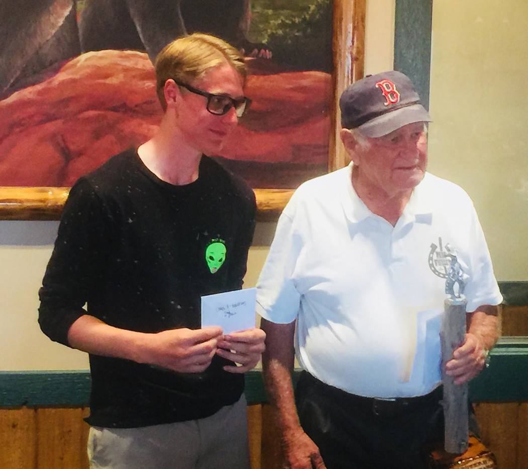 Lathan Dilger/Special to the Pahrump Valley Times Mac Fuller, right, of St. George, Utah, defea ...