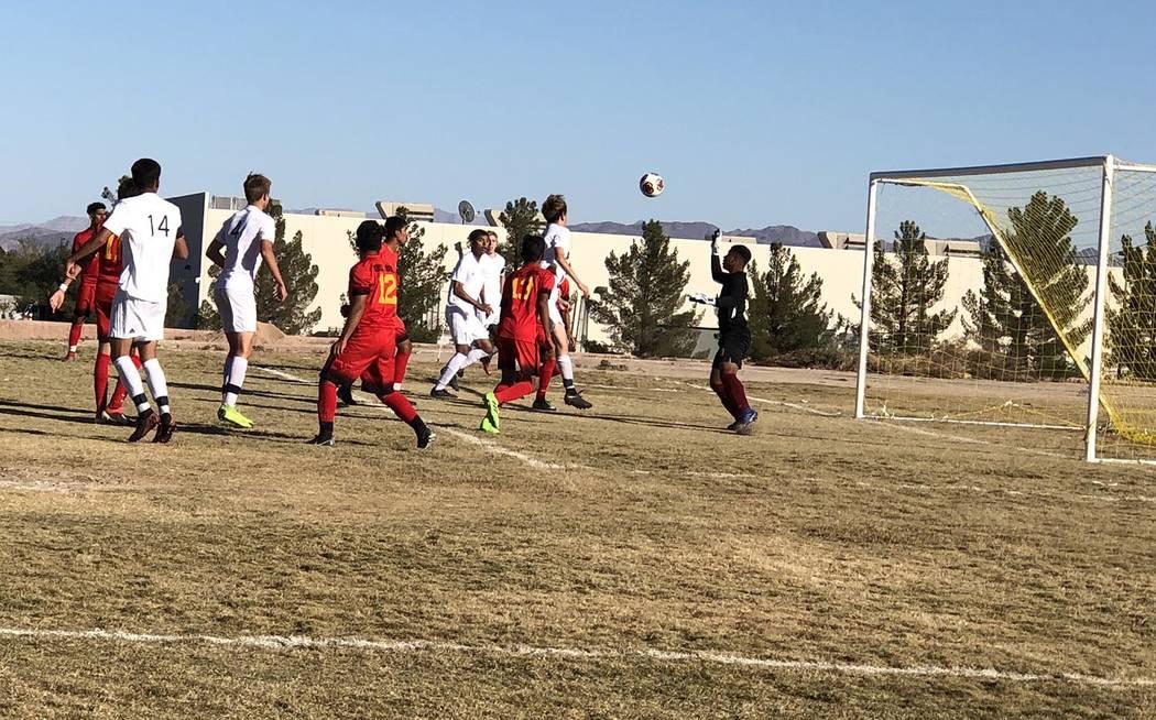 Tom Rysinski/Pahrump Valley Times Pahrump Valley sophomore Chris Briscoe heads in the only goal ...