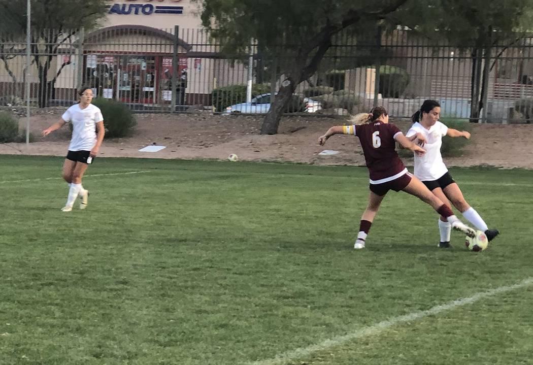 Tom Rysinski/Pahrump Valley Times Junior Kaylee Mendoza battles a Virgin Valley defender for po ...
