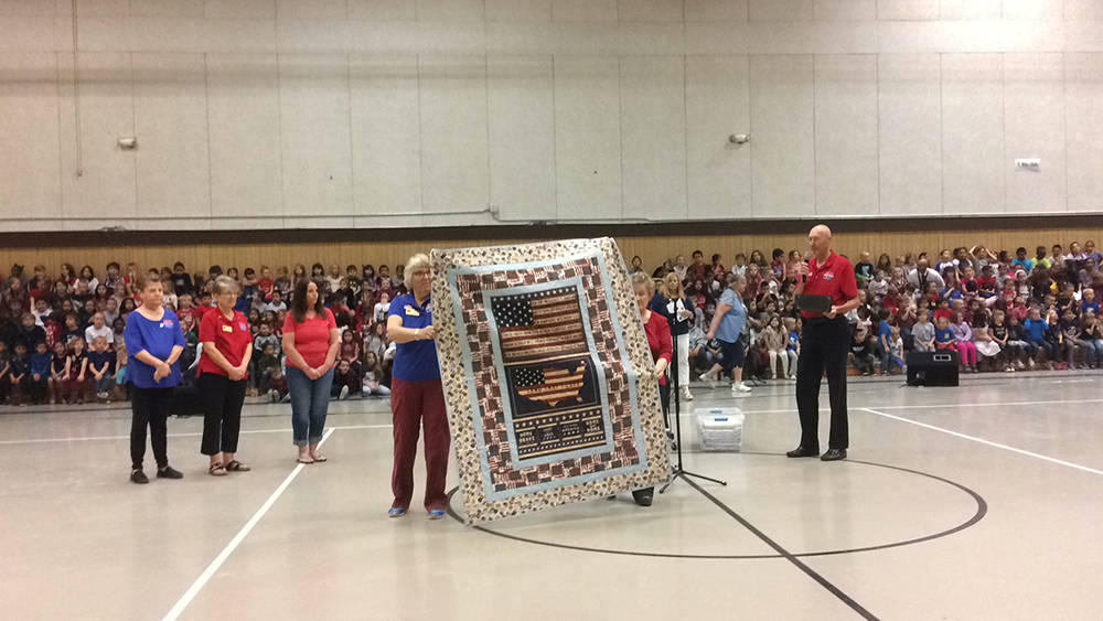 Robin Hebrock/Pahrump Valley Times Battle Born Quilts of Valor members show off one of the quil ...