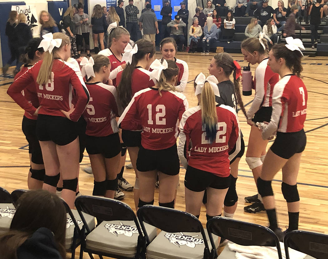 Tom Rysinski/Times-Bonanza & Goldfield News Tonopah High School volleyball players during a tim ...