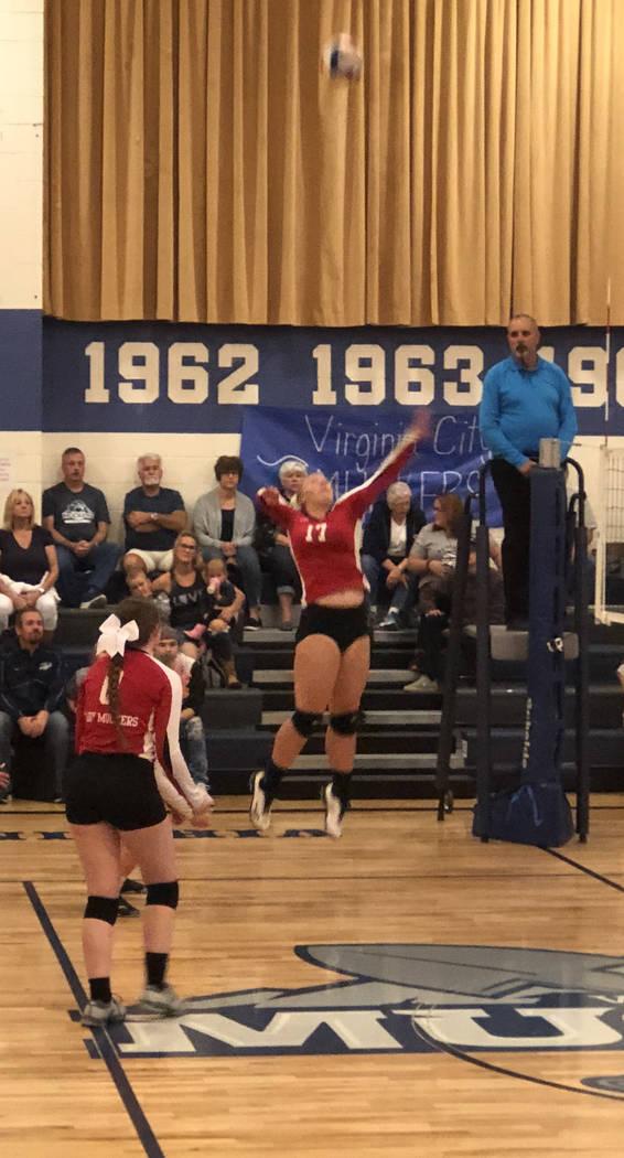 Tom Rysinski/Times-Bonanza & Goldfield News Tonopah sophomore Lilah Swanson lines up a shot dur ...