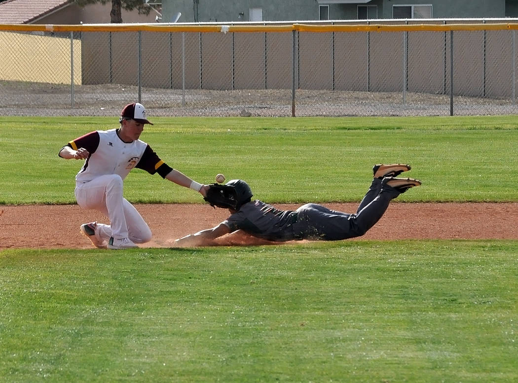 Horace Langford Jr./Pahrump Valley Times Pahrump Valley's Chase McDaniel waits for the throw as ...