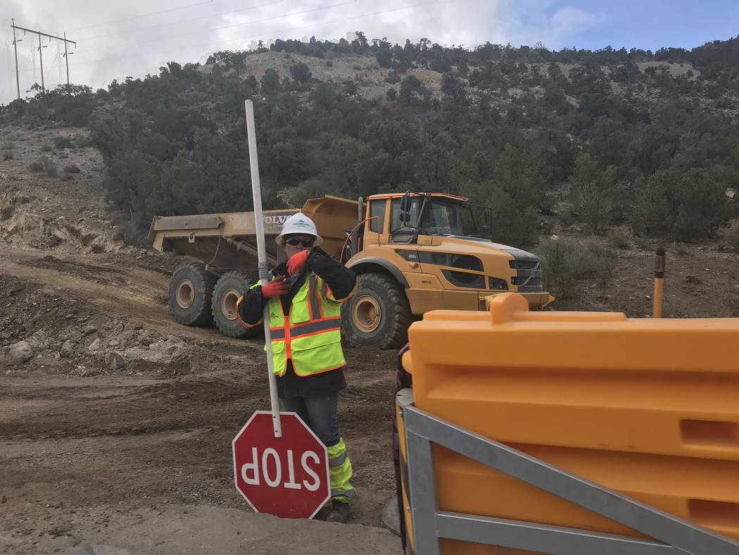 Jeffrey Meehan/Pahrump Valley Times Construction crews work along the mountain pass on Highway ...