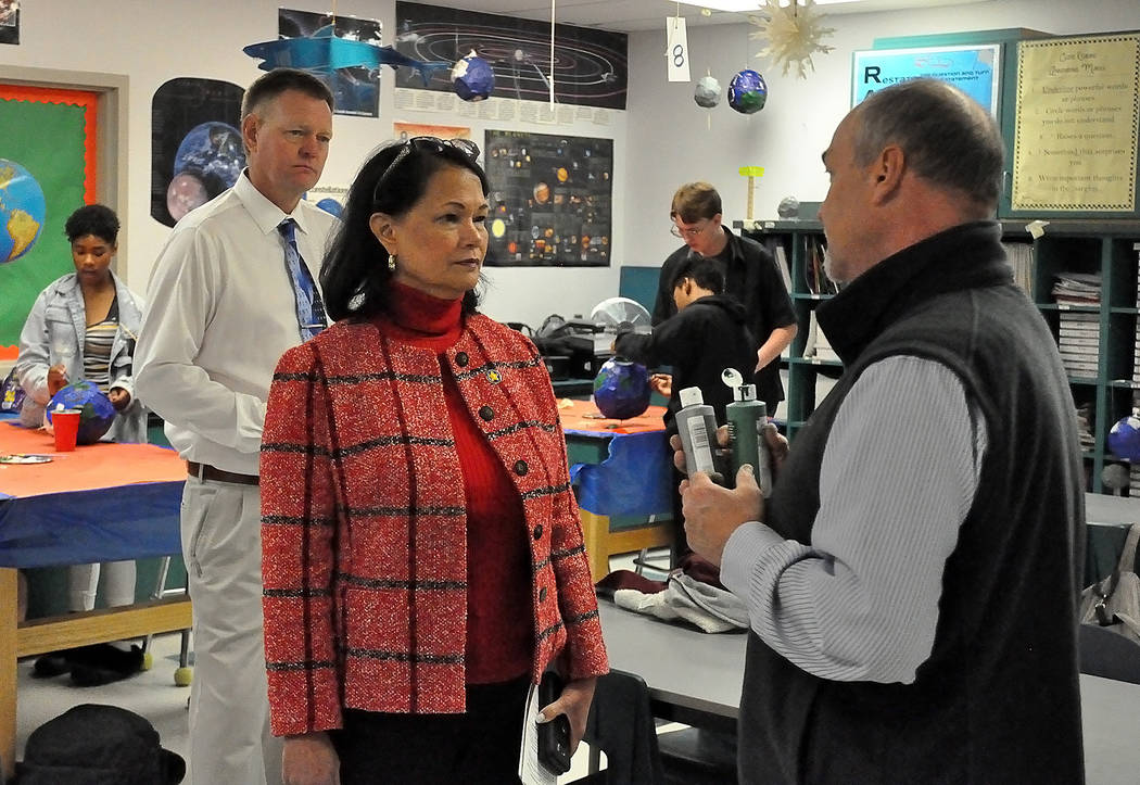 Horace Langford Jr./Pahrump Valley Times State Superintendent Jhone Ebert visiting Rosemary Cl ...
