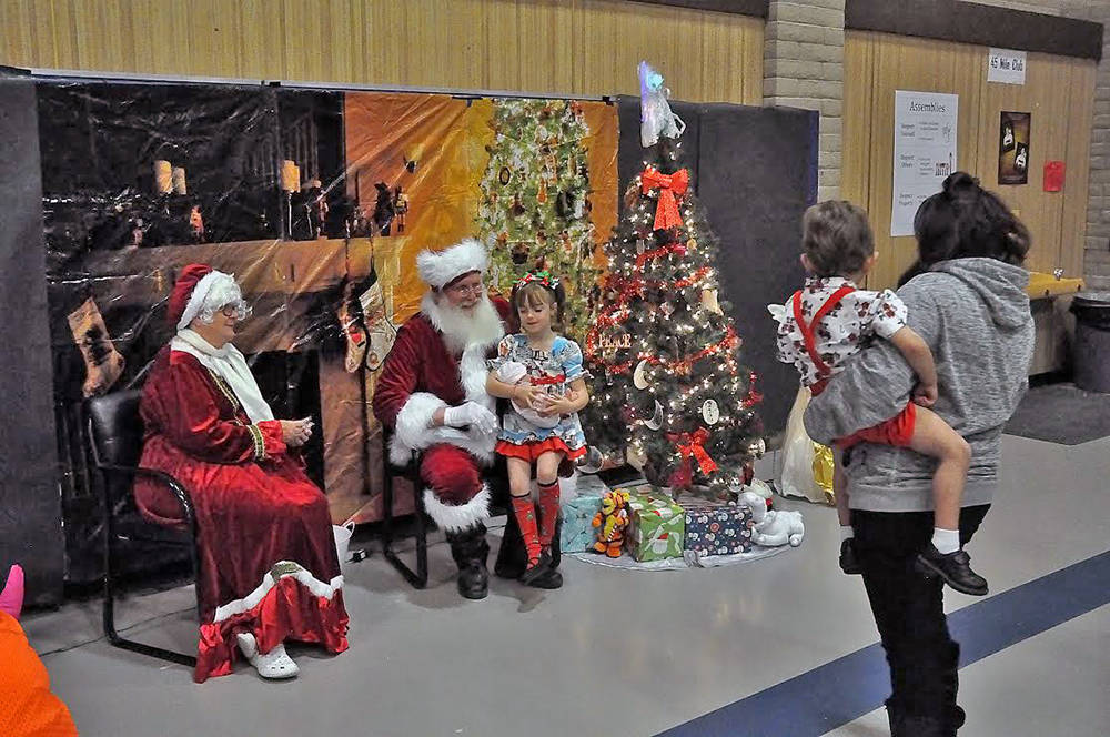 Horace Langford Jr./Pahrump Valley Times At J.G Johnson Elementary's Breakfast with Santa, chil ...