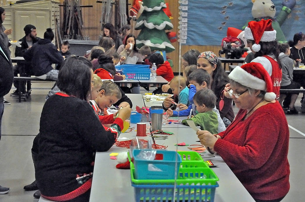 Horace Langford Jr./Pahrump Valley Times The crafting table at J.G. Johnson's Breakfast with Sa ...