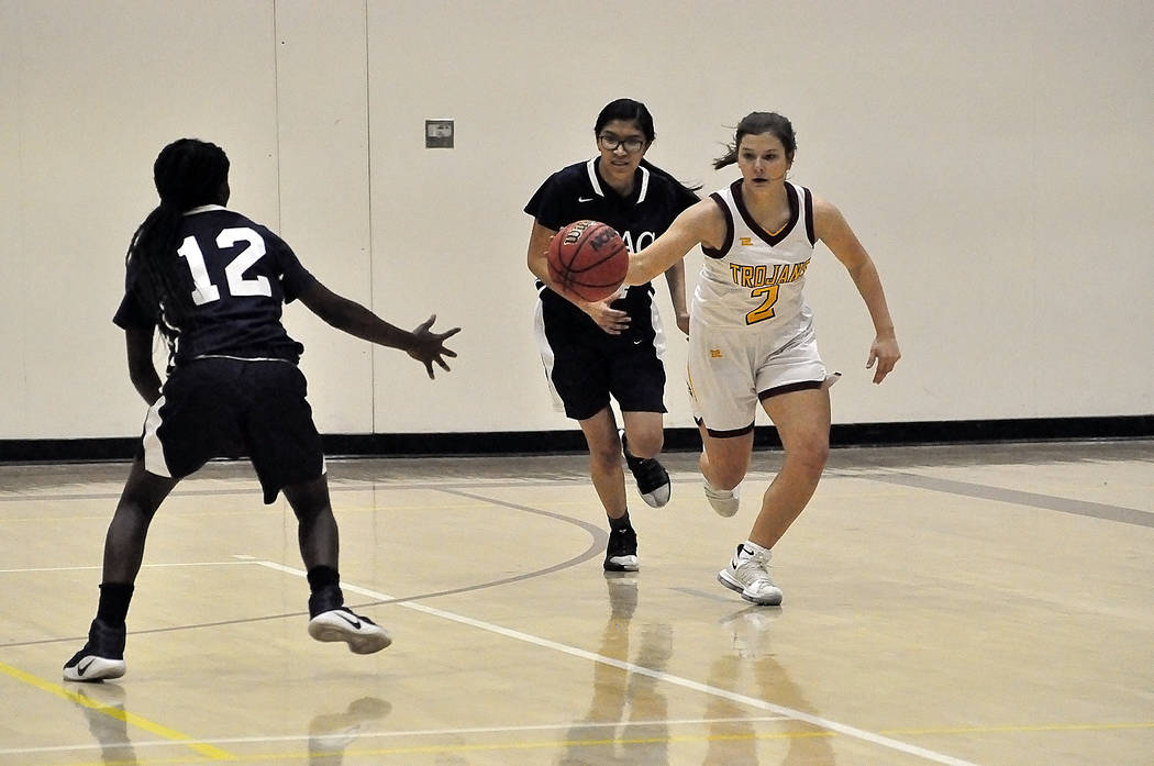 Horace Langford Jr./Pahrump Valley Times Sophomore guard Tayla Wombaker brings the ball up the ...