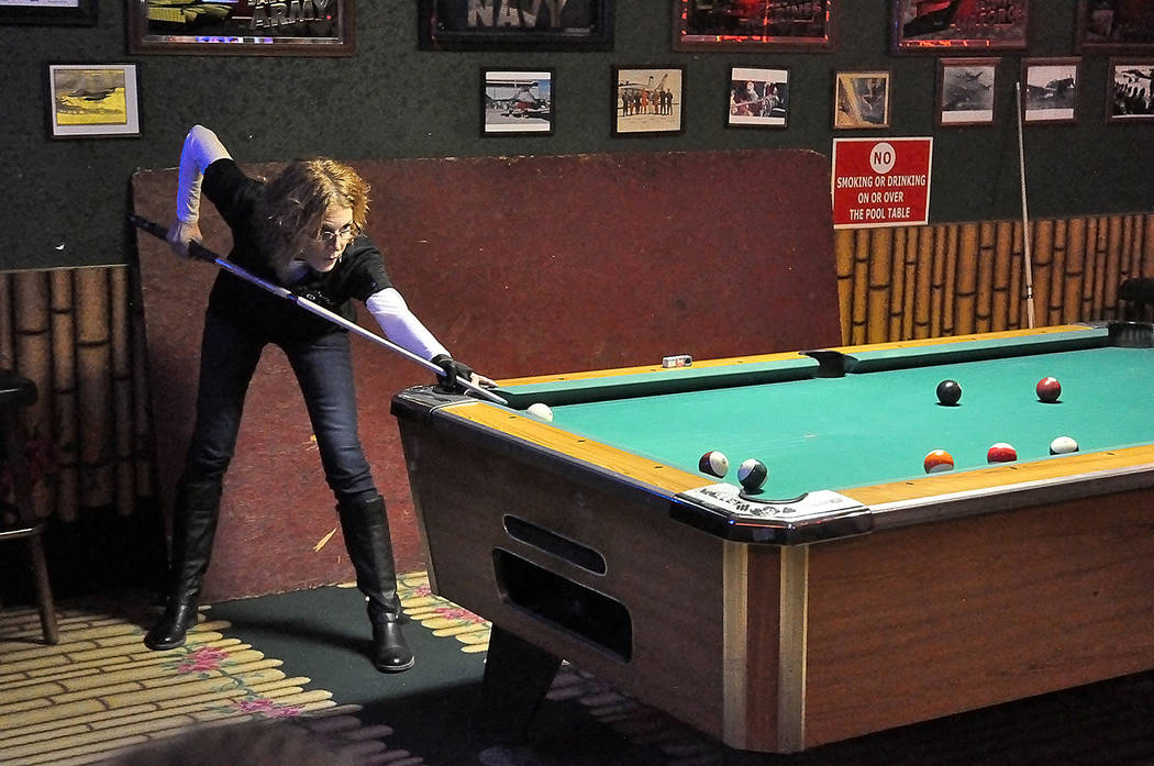 Horace Langford Jr./Pahrump Valley Times Rachelle Ryba of the Who's Dunes 1 team during a Pahru ...