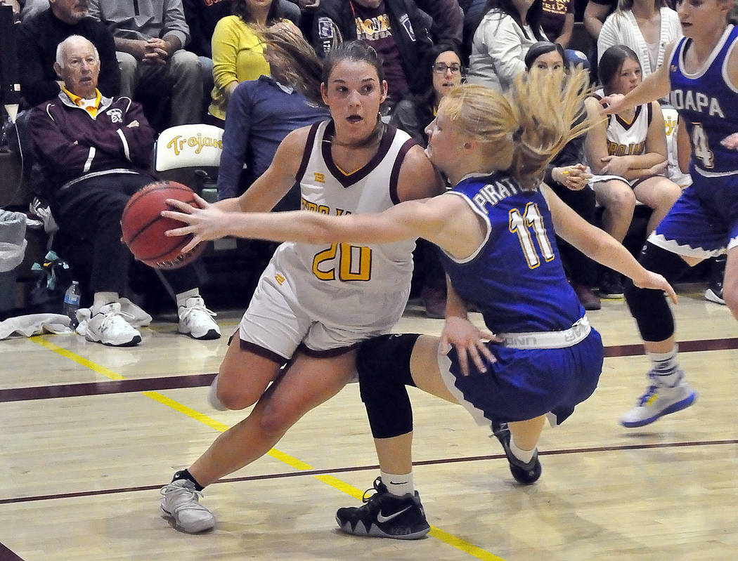 Horace Langford Jr./Pahrump Valley Times Junior Maddy Souza drives the baseline against Moapa V ...