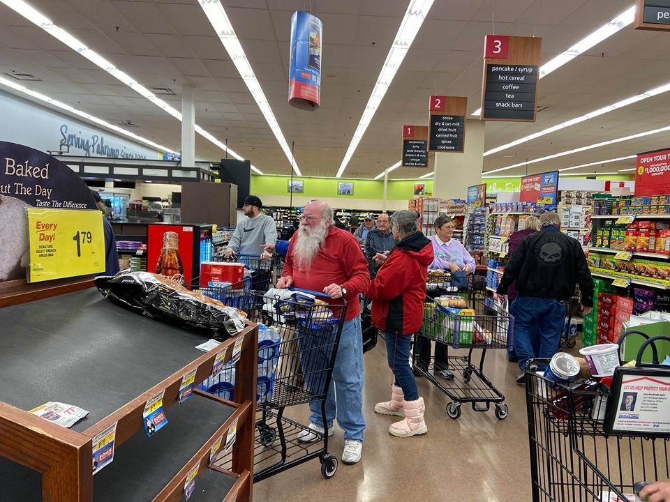 Jeffrey Meehan/Pahrump Valley Times Lines at Albertsons in Pahrump on Friday, March 13.