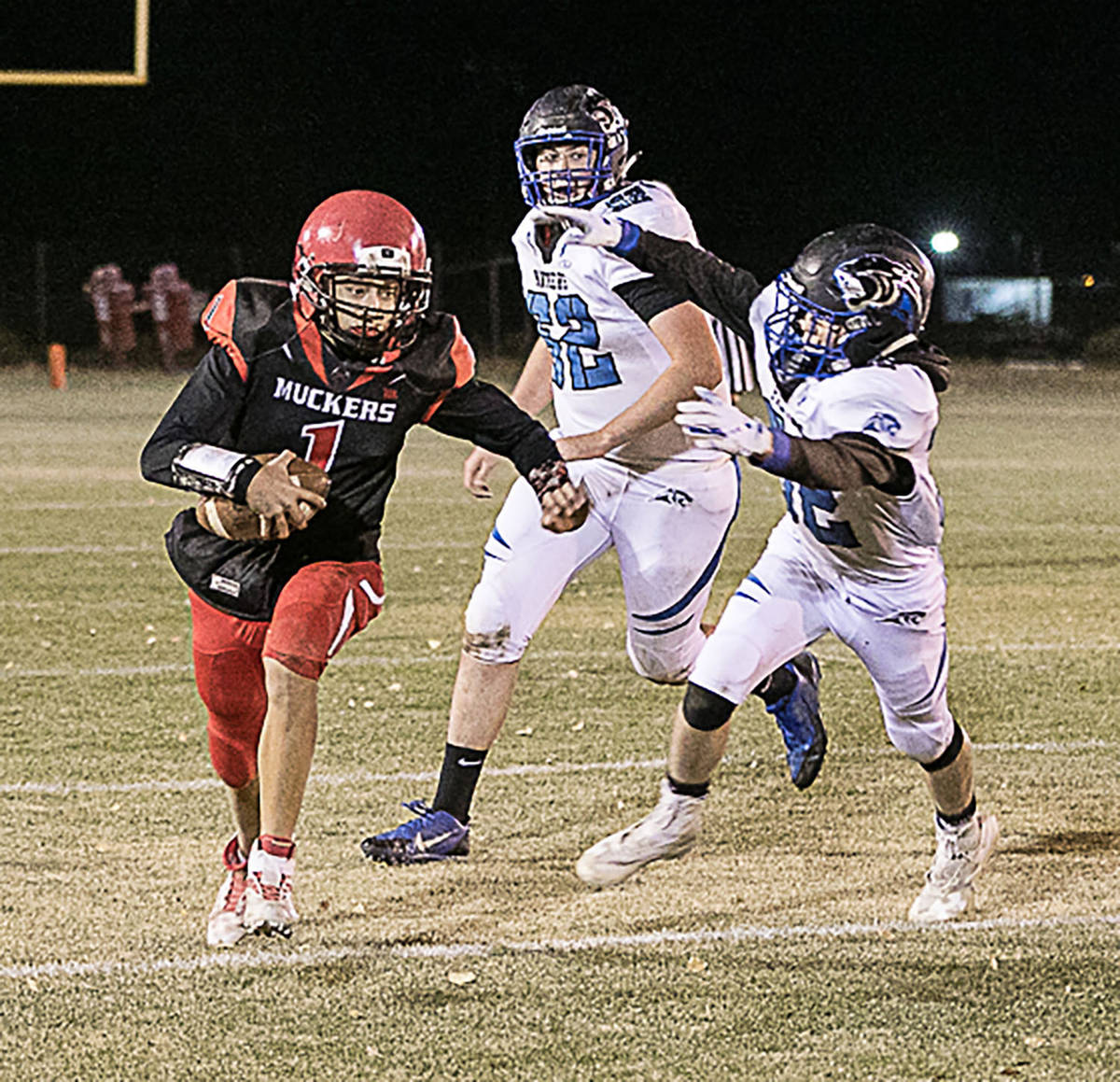 Times-Bonanza & Goldfield News file photo Quarterback Dillan Otteson breaks to the outside dur ...