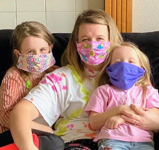Ciara Sallee/Special to the Times-Bonanza Ciara Sallee, center, Rylee Sallee, left, and Lanie ...