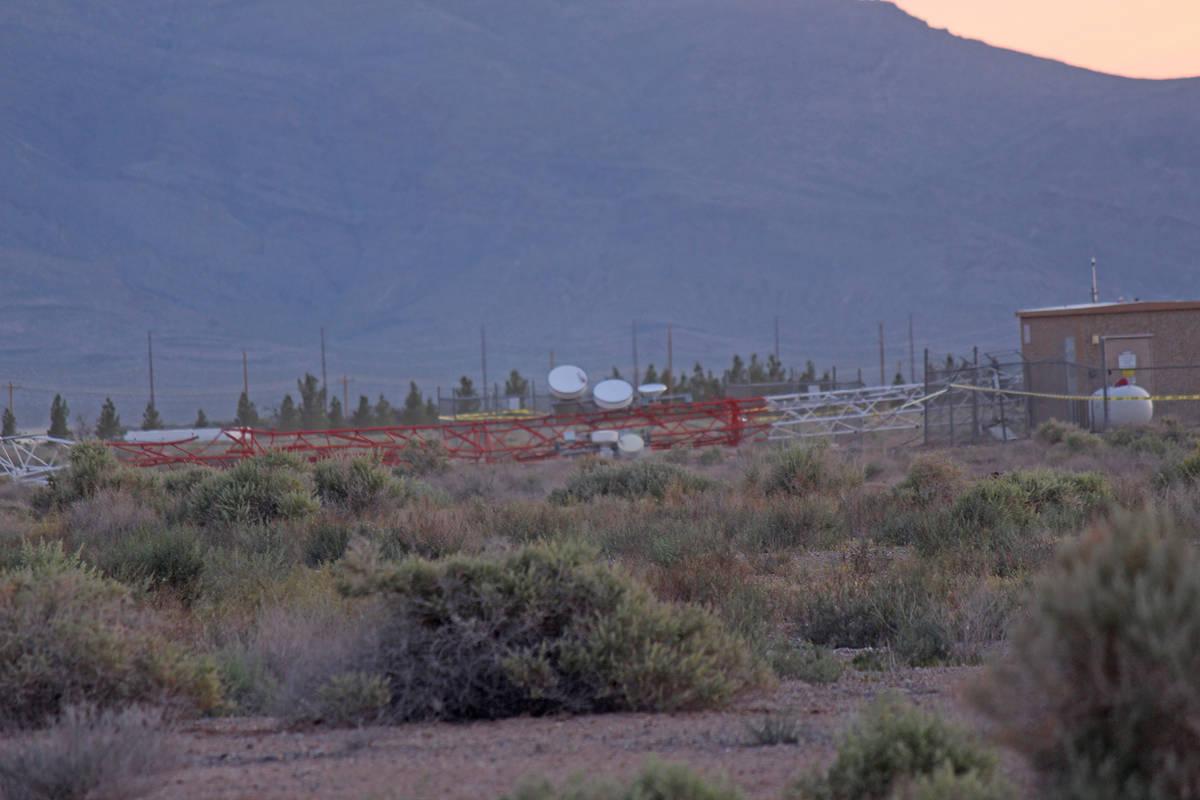 Jeffrey Meehan/Pahrump Valley Times A more than 350-foot-tall cell phone tower near Gamebird an ...