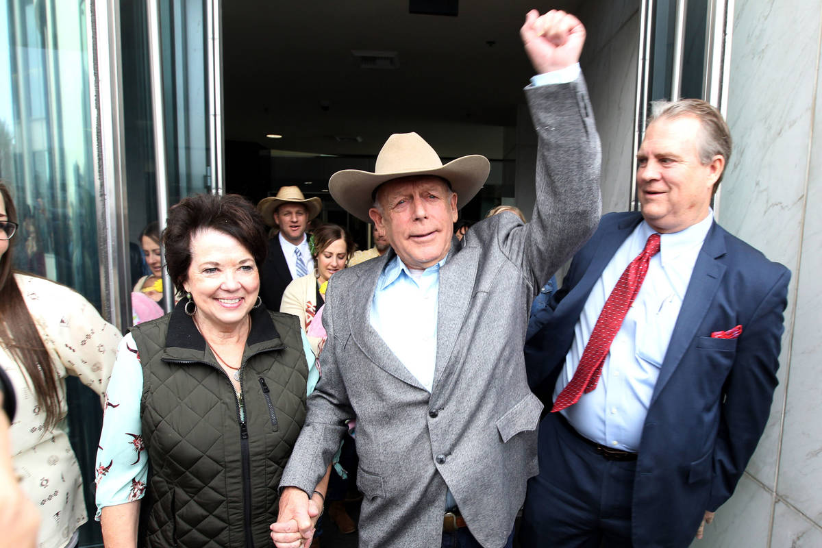 K.M. Cannon Las Vegas Review-Journal Cliven Bundy walks out of Lloyd George U.S. Courthouse in ...