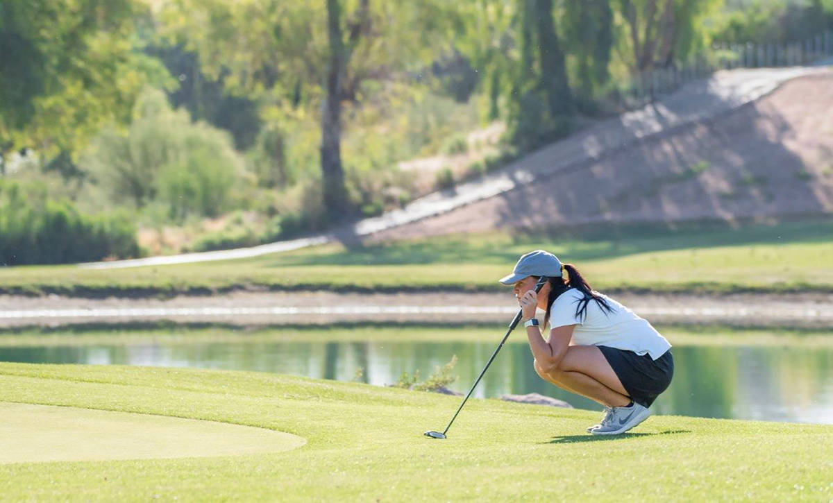 Phyllis Davie/Special to the Pahrump Valley Times Tori Peers lines up a putt during the Northwe ...