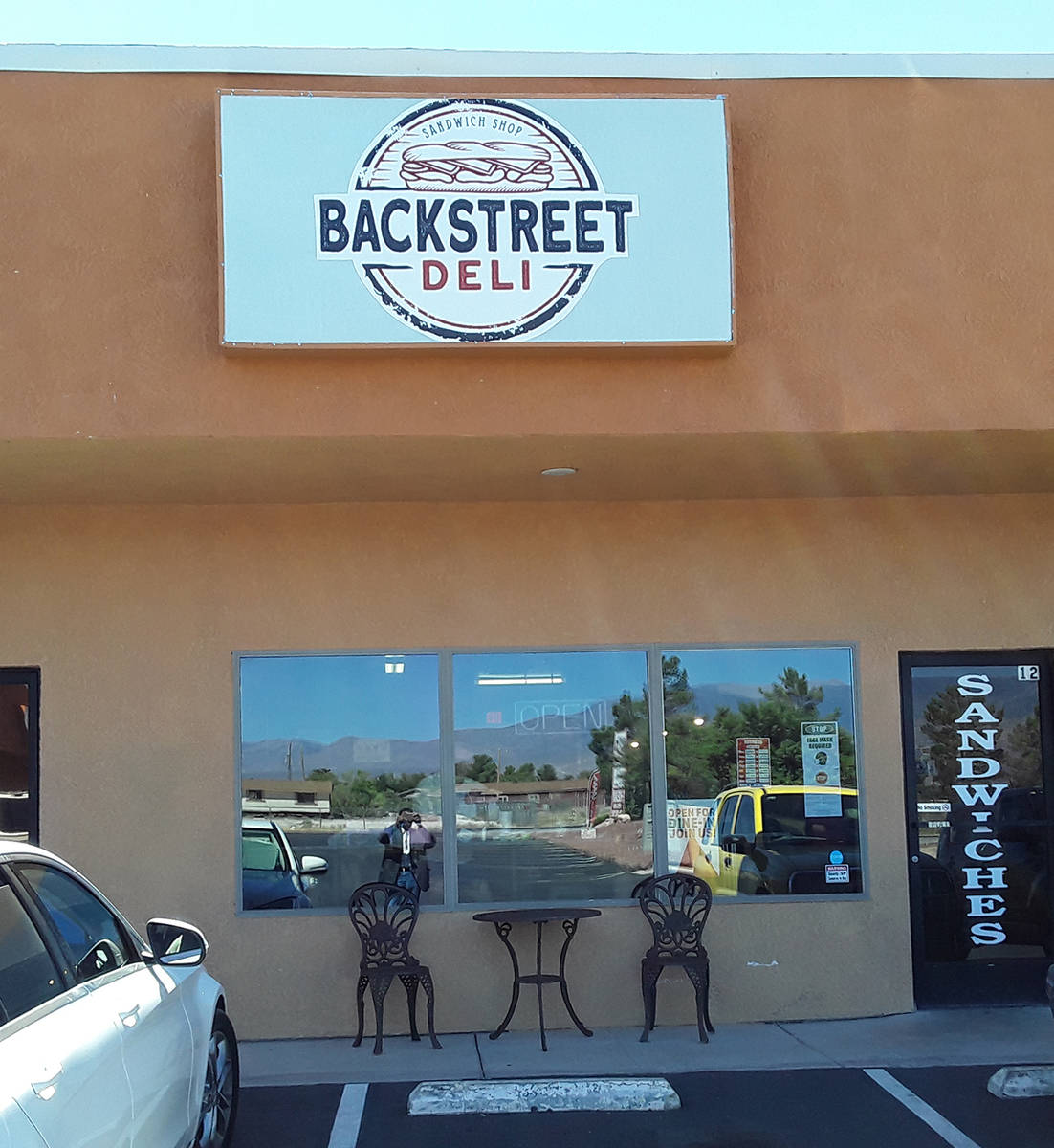 Selwyn Harris/Pahrump Valley Times The owners of Backstreet Deli use Vienna products directly f ...